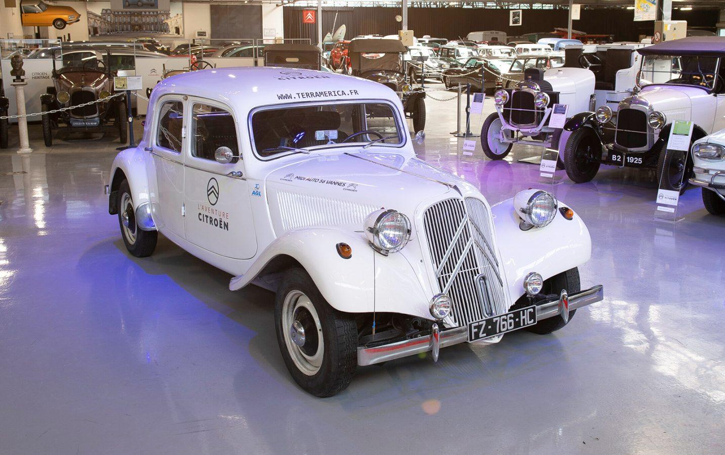La travesía solidaria del Citroën Traction Avant de Alaska a Ushuaia ya está en marcha