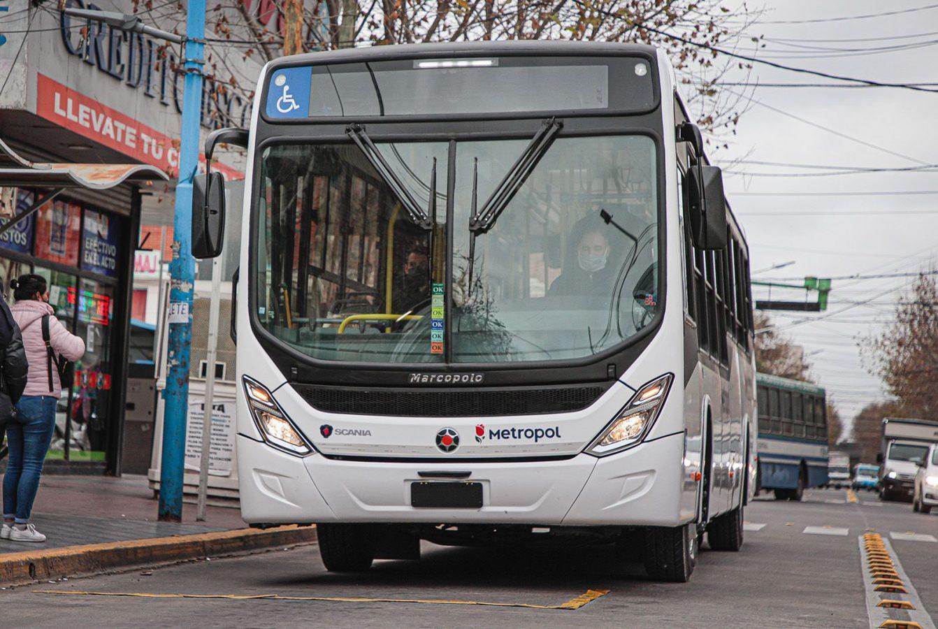 Scania entregó 52 buses urbanos al Grupo Metropol