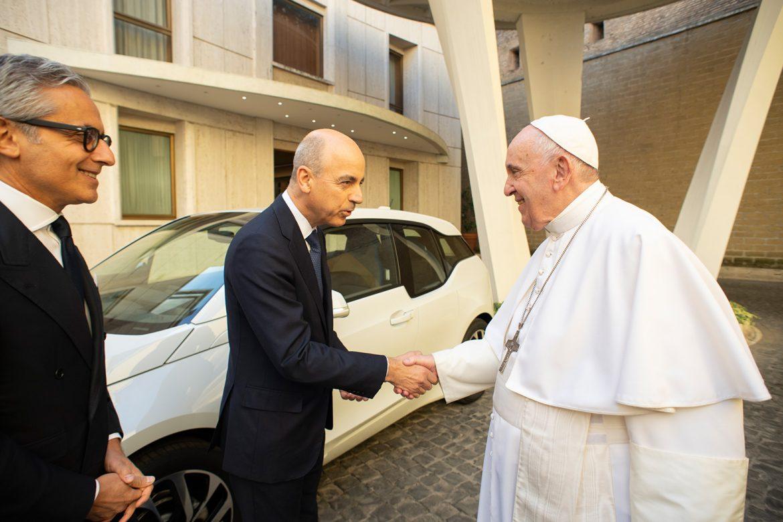BMW Italia donó un i3 al papa Francisco