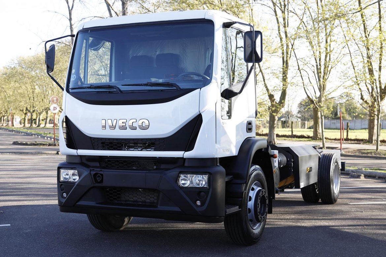 El renovado Iveco Tector a GNC producido en Córdoba fue presentado